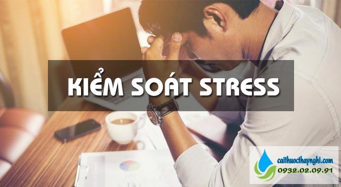 kiểm soát stress cách cai thuốc lá