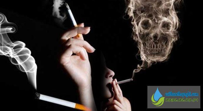 Người gầy do hút nhiều thuốc lá