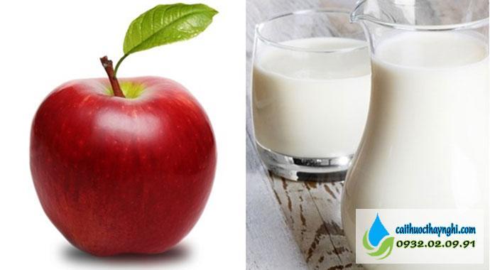 cách làm hết mùi thuốc lá trong miệng bằng táo hoặc sữa