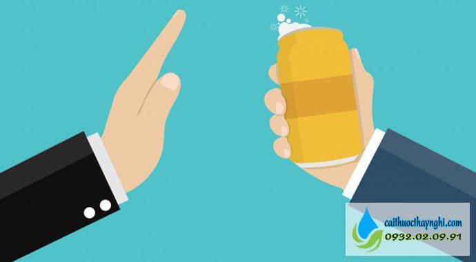 Tránh uống rượu bia sau khi bỏ thuốc lá
